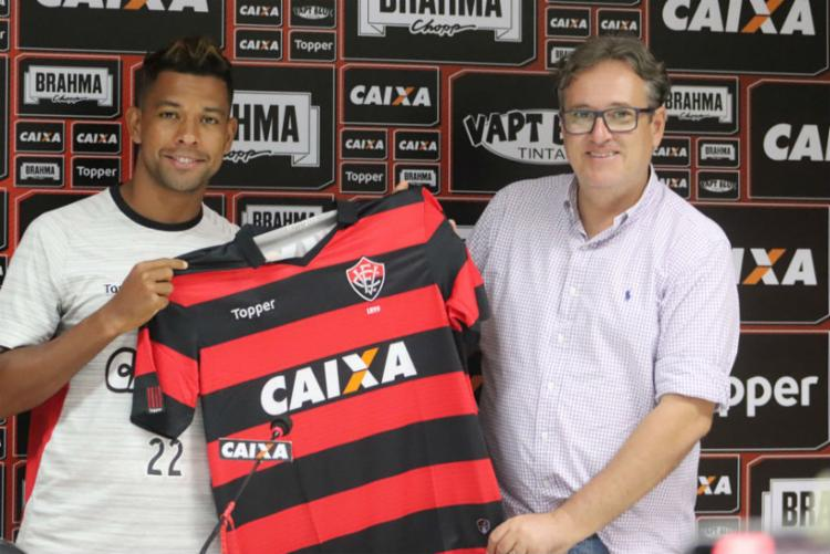 Atacante foi apresentado pelo diretor do clube Erasmo Damiani - Foto: Maurícia da Matta | EC Vitória