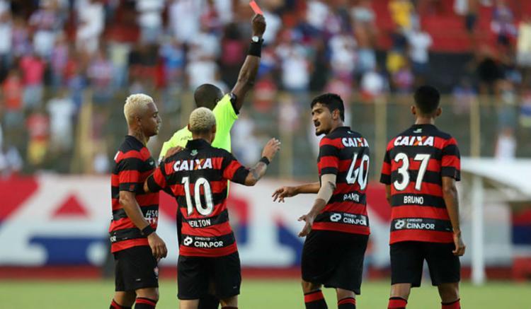 Zagueiro Ramon foi incluído e recebeu punição de um jogo - Foto: Adilton Venegeroles | Ag. A Tarde