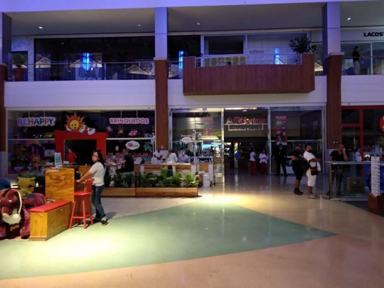 Parte das lojas segue às escuras enquanto situação é verificada - Foto: Victor Rosa | Ag. A TARDE
