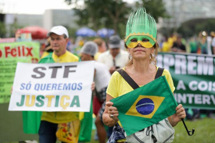 Parte dos manifestantes defende prisão de Lula e intervenção militar no país - Foto: Fabio Rodrigues Pozzebom   Agência Brasil