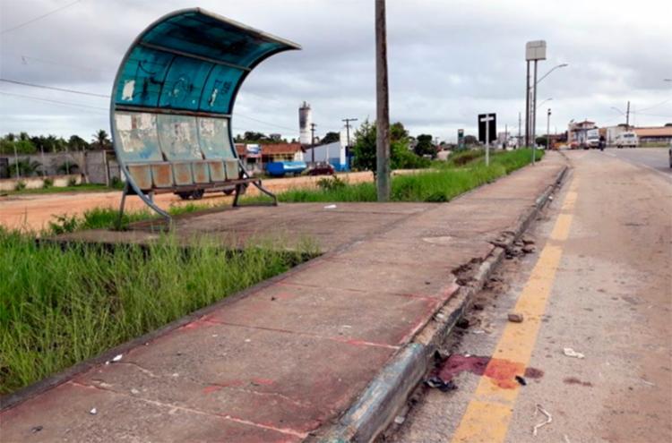 Crime aconteceu em frente a um ponto de ônibus - Foto: Reprodução | Radar 64