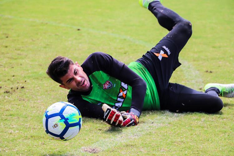 Fernando Miguel foi o único titular a treinar ontem no campo - Foto: Maurícia da Matta l EC Vitória