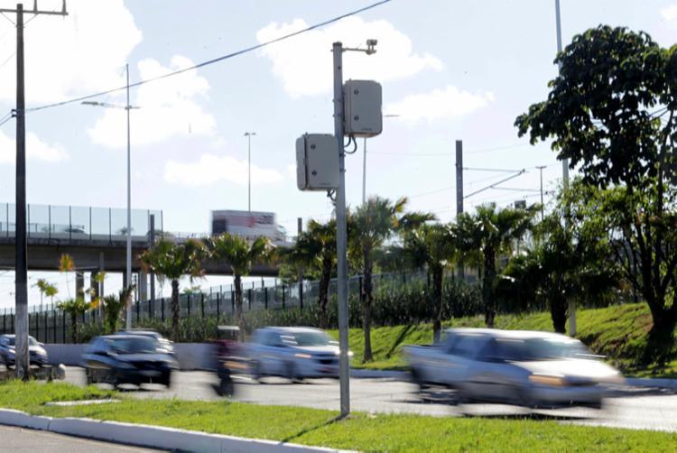 Fiscalização por equipamentos eletrônicos na avenida Paralela - Foto: Margarida Neide | Ag. A TARDE