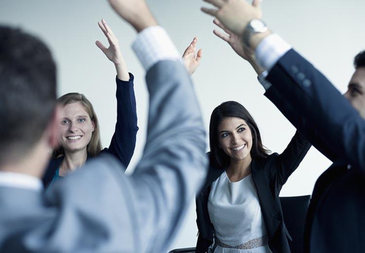 A ginástica laboral melhora o desempenho na hora do trabalho - Foto: Divulgação