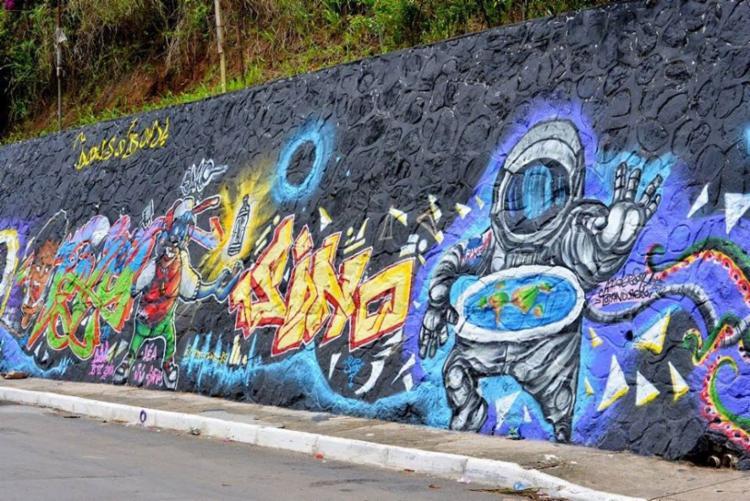 Obra foi produzida em ação organizada pelo coletivo Bahia de Todas as Cores
