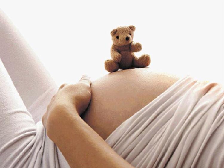 Estima-se que mães com menos de 20 anos gerem dois milhões de crianças/ano - Foto: Divulgação