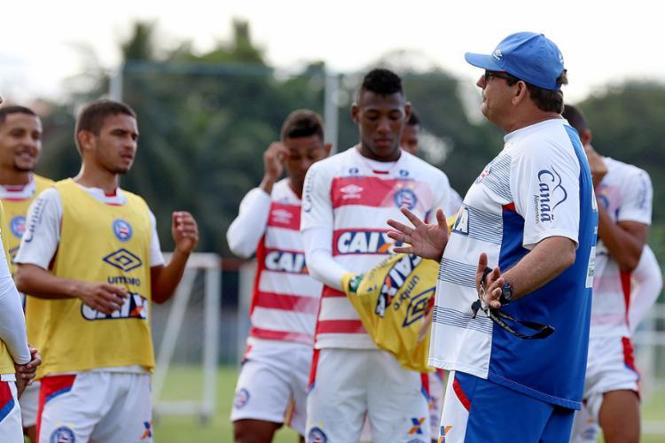 Técnico Guto Ferreira tenta tirar o melhor dos atletas que ainda estão devendo na temporada - Foto: Felipe Oliveira l EC Bahia