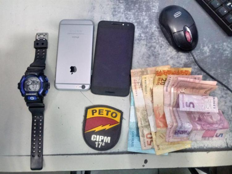 Com ele foram encontrados celulares e R$ 430