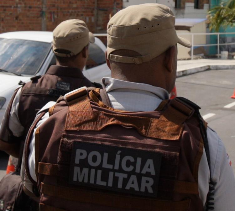 PMs chegaram até o suspeito após receberem uma denúncia anônima - Foto: Raul Spinassé | Ag. A TARDE | 04.08.2017
