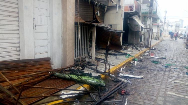 Incêndio começou na madrugada da sexta-feira, 6 - Foto: Reprodução | TV São Francisco