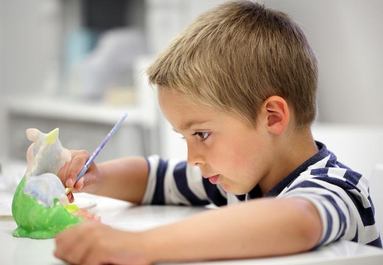 O convívio escolar é fundamental para o desenvolvimento de uma criança com autismo - Foto: Daivulgação