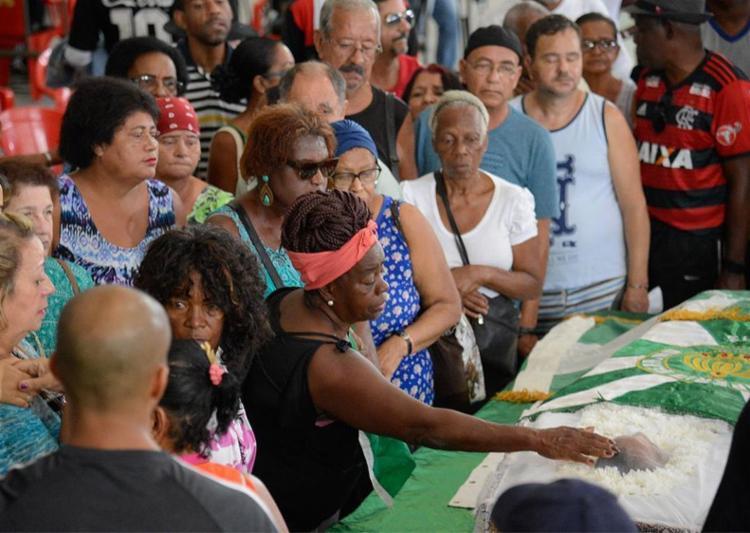O corpo da cantora e compositora Dona Ivone Lara foi velado na quadra da escola de samba Império Serrano, em Madureira - Foto: Tânia Rêgo l Agência Brasil