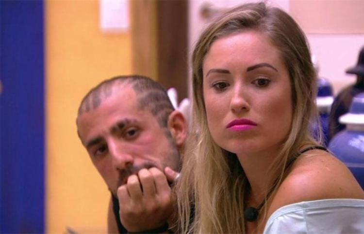 Jéssica e Kaysar se aproximaram após a eliminação de Patrícia - Foto: Reprodução | TV Globo