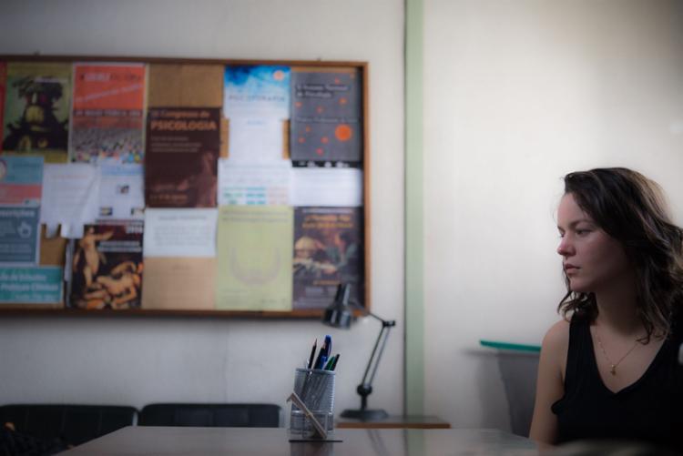 Joana de Verona interpreta uma psicóloga portuguesa que realiza pesquisa numa universidade carioca - Foto: Divulgação