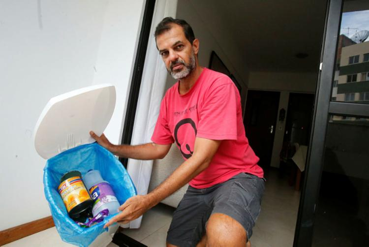 Jornalista e DJ Luciano Matos: falta contêiner na Vila Laura - Foto: Margarida Neide   Ag. A TARDE
