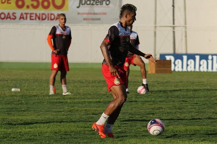 O novo técnico do Cancão, Ailton Silva, só vai revelar o time titular momentos antes de a bola rolar - Foto: Divulgação l Sociedade Desportiva Juazeirense