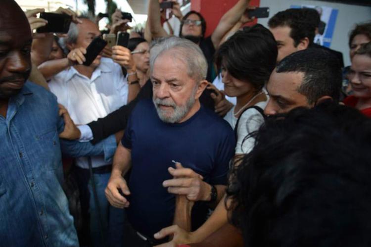 Lula está preso desde sábado, 7, na sede da Polícia Federal em Curitiba - Foto: Rovena Rosa l Agência Brasil