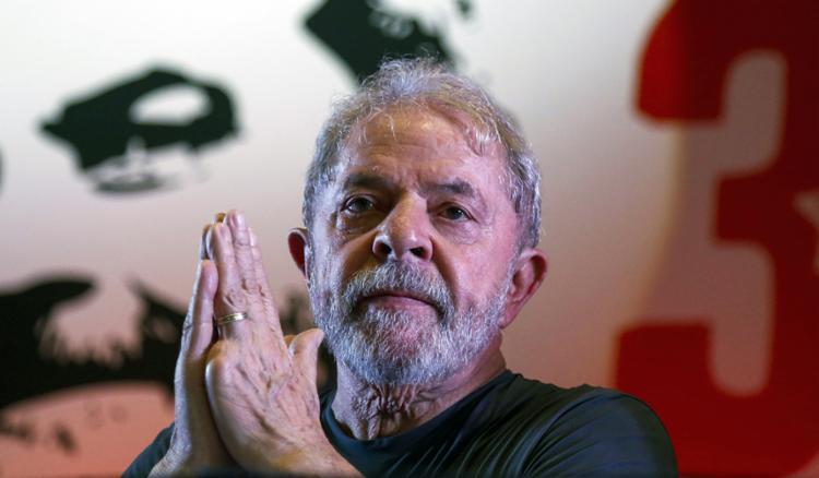 Defesa diz que Lula deveria ter acompanhamento médica onde quer que se encontre - Foto: AFP Photo | Miguel Schincariol