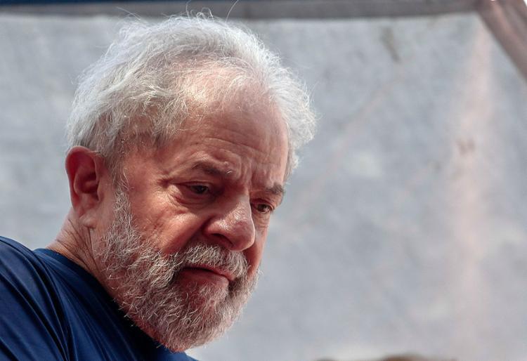 O ex-presidente está preso na Superintendência da Polícia Federal em Curitiba desde o último dia 7 - Foto: Miguel Schincariol l AFP