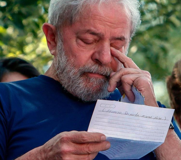 Ex-presidente afirma que ficou feliz com pesquisa na qual aparece na liderança - Foto: Miguel Schincariol l AFP
