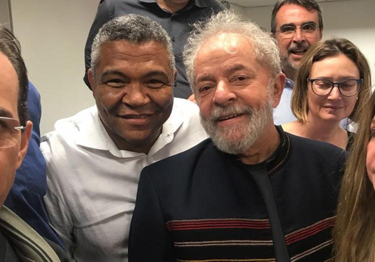 Lula recebeu a solidariedade de diversos aliados na sede do Sindicato dos Metalúrgicos do ABC - Foto: Gethy Imagens