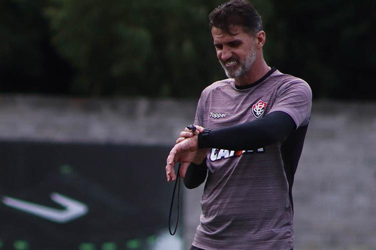 Treinador está com o cargo ameaçado em sua quarta passagem pelo clube - Foto: Maurícia da Matta l EC Vitória