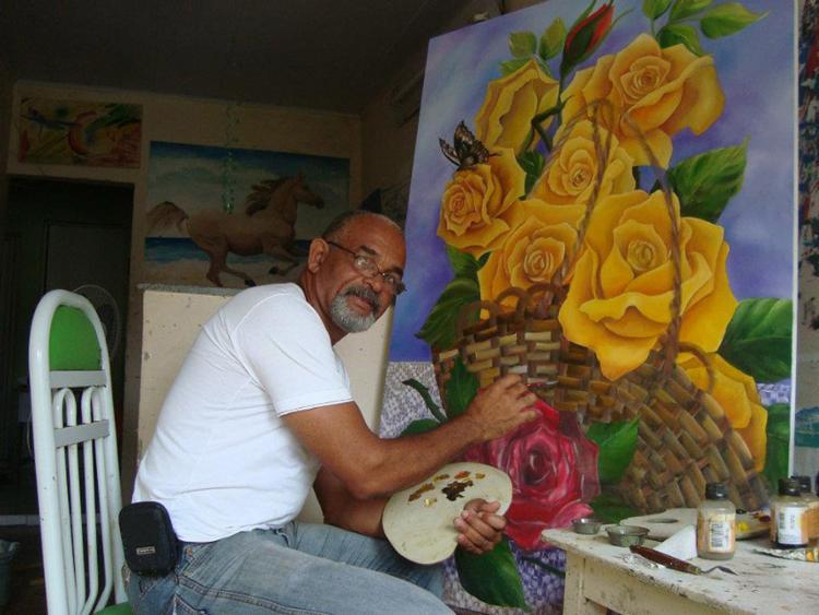 O artista plástico foi morto com dois tiros no tórax e em um dos braços ao ter a casa invadida pelos policiais