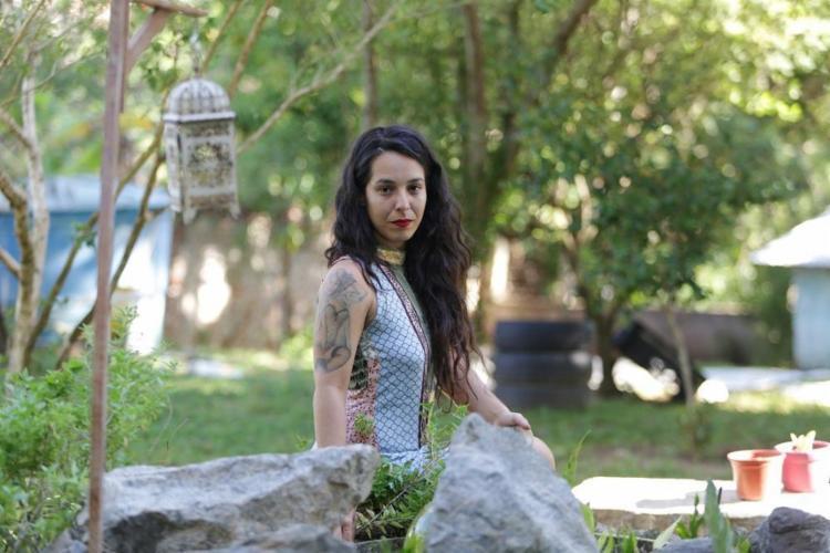 Marcela Oliveira conheceu a bruxaria ainda na adolescência - Foto: Adilton Venegeroles / Ag. A TARDE