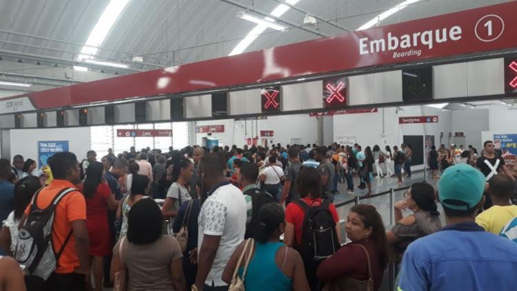 Usuários encontraram dificuldade para acessar as estações (Foto: Gabriel Conceição | Ag. A TARDE)