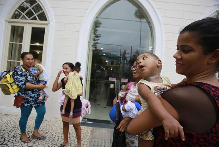 À tarde, mães foram até a sede do Ministério Público estadual no bairro de Nazaré - Foto: Joá Souza l Ag. A TARDE