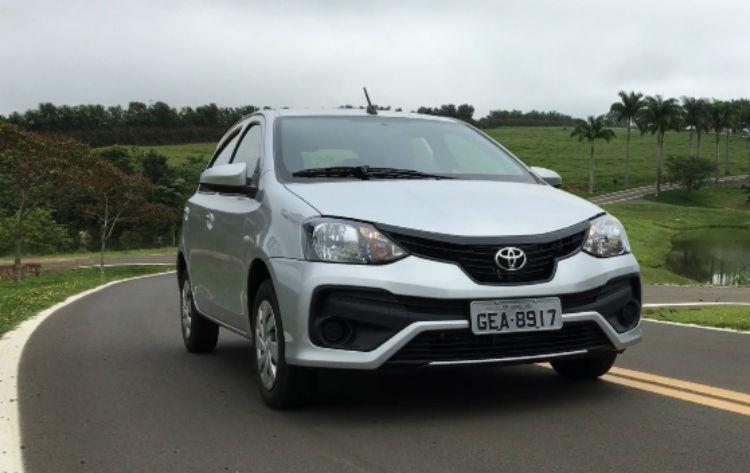 A TARDE AUTOS testou o Toyota Etios 1.3 X com câmbio manual - Foto: Marco Antônio Jr.   Ag. A TARDE