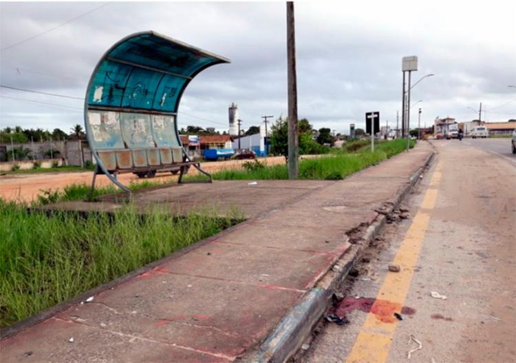Vítima foi atingida por tiros em ponto de ônibus próximo à cidade de Eunápolis - Foto: Reprodução | Radar 64