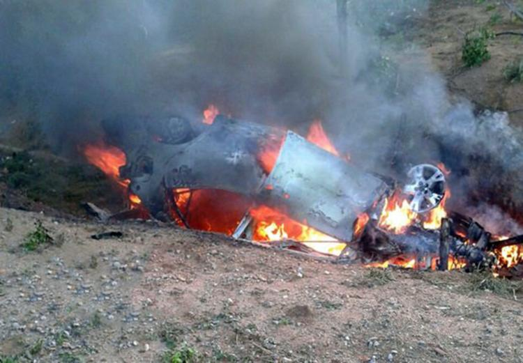 Vítima ficou presa nas ferragens do carro, que pegou fogo - Foto: Reprodução | Blog Braga