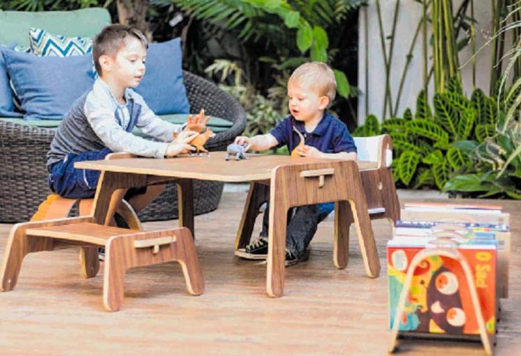 Os arquitetos Karina e Eduardo produziram os primeiros móveis para os filhos e acabaram criando a marca especializada Noos - Foto: Noos | Divulgação