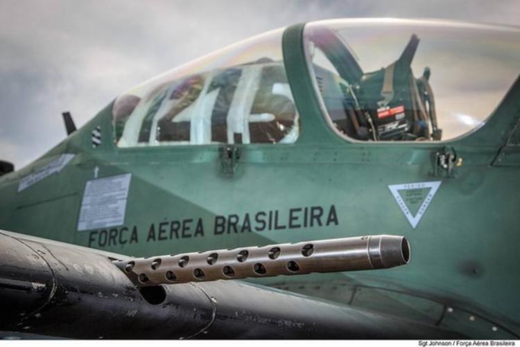 Três aeronaves A-29 e um avião-radar E-99 participaram da interceptação - Foto: Johnson | FAB