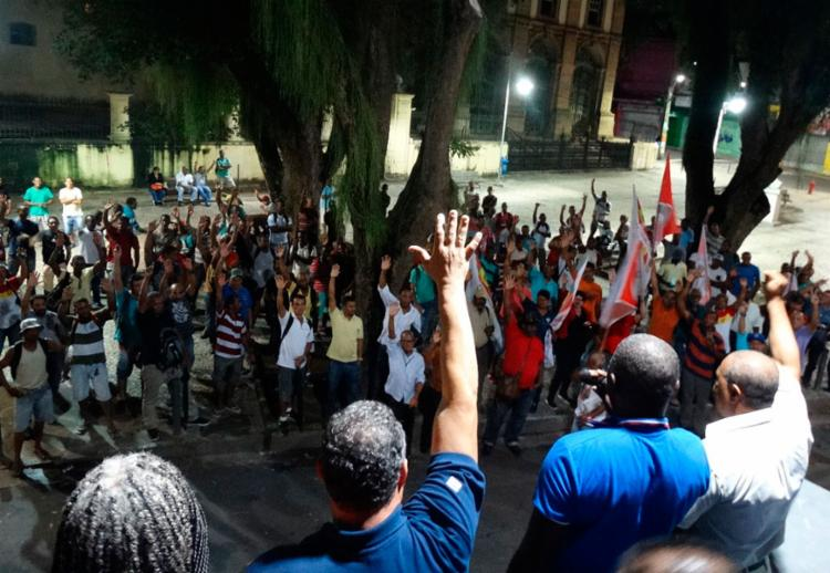 Categoria decretou estado de greve durante assembleia realizada nesta quinta - Foto: Divulgação   Sintracom