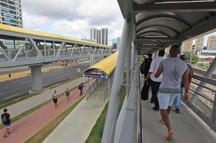 Com peso de 471 t, passarela possui capacidade de fluxo de 24 mil usuários por hora - Foto: Carol Garcia l Gov-BA