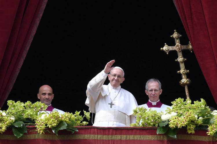 Papa Francisco celebrou a missa na sacada central da Basílica de São Pedro, no Vaticano - Foto: Andreas Solaro l AFP