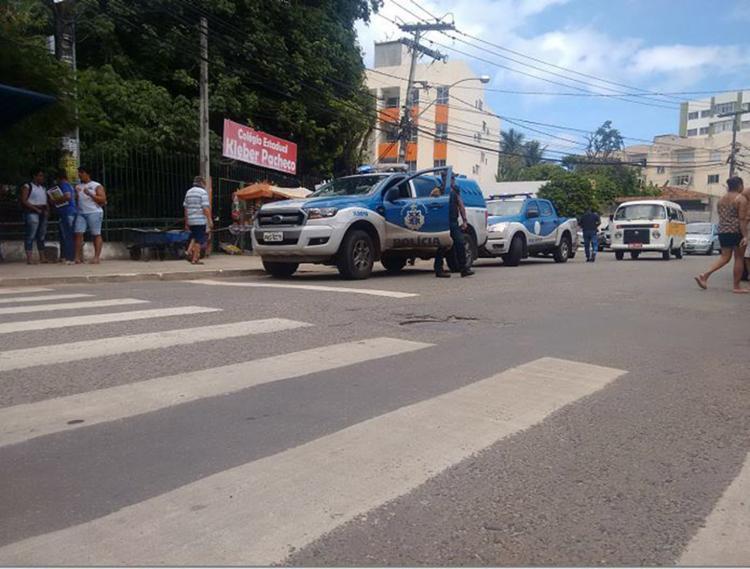 Polícia Civil e peritos do Departamento de Polícia Técnica (DPT) estiveram no local do crime - Foto: Andrezza Moura l Ag. A TARDE