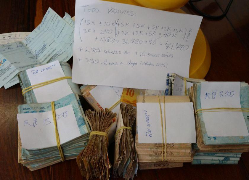 PF apreendeu mais de R$ 71 mil em espécie, além de dólar e cheques