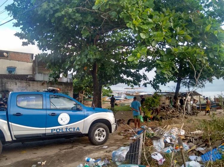 Polícia tenta identificar vítima que encontrada boiando na praia de Tubarão - Foto: Andrezza Moura l Ag. A TARDE