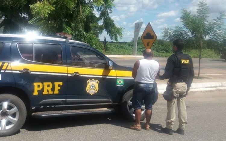 Homem foi detido e encaminhado à delegacia de polícia judiciária local - Foto: Divulgação | PRF
