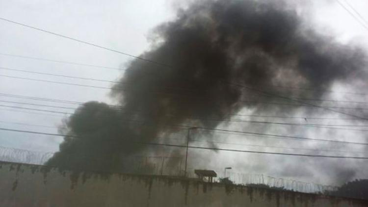 Fogo foi controlado pelo Corpo de Bombeiros cerca de 1h30 após início da rebelião - Foto: Reprodução | Blog Pimenta