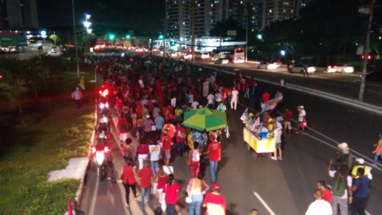 A mobilização aconteceu em apoio ao ex-presidente Lula e em defesa da democracia - Foto: Thaís Seixas | Ag. A TARDE