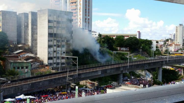 O incidente aconteceu por volta das 14h30, na chegada do ônibus do Tricolor - Foto: Thaís Seixas   Ag. A TARDE