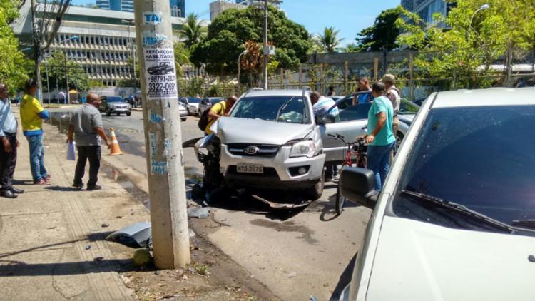 Acidente aconteceu nas imediações do jornal A TARDE - Foto: Nicolas Melo   Ag. A TARDE
