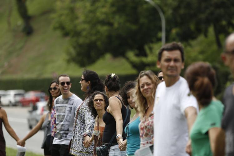 Manifestantes caminharam pela avenida Juracy Magalhães Jr.