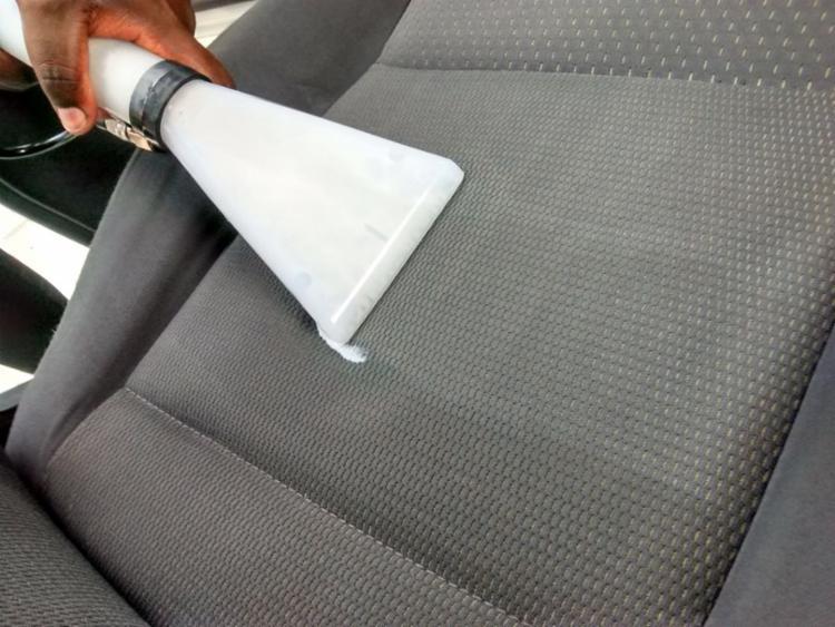 Higienização evita cheiros, manchas e bactérias no interior do carro