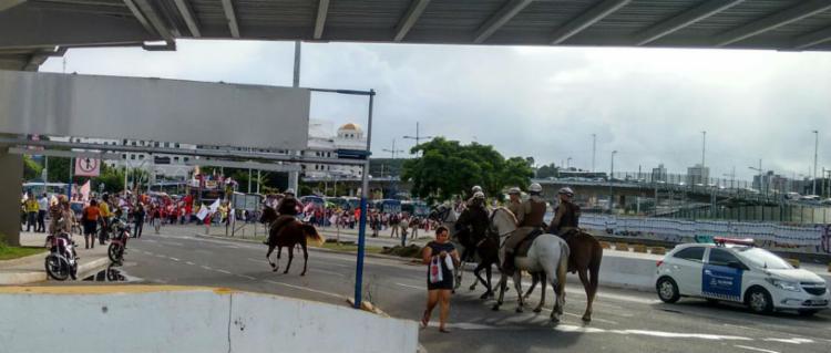 Equipes da Cavalaria da Polícia Militar acompanham movimento