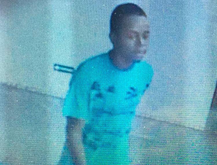 Suspeito aparenta ter 20 anos e usava camisa verde no dia do crime - Foto: Divulgação | Polícia Civil